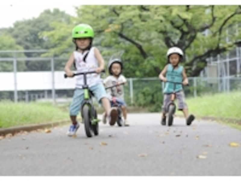 2歳でも簡単に乗りこなせるのが、ランニングバイクの魅力