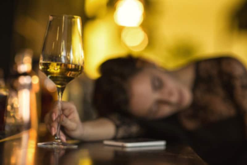 寝酒を続けていると、アルコール中毒になる危険があります