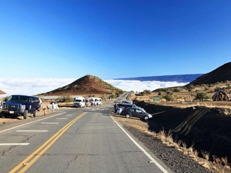 雲海が見えるマウナケア・ビジター・インフォメーション・ステーション付近