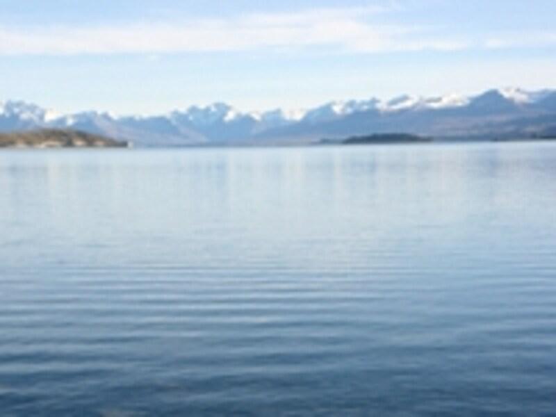 季節や時間、天候によって色のかわるテカポ湖