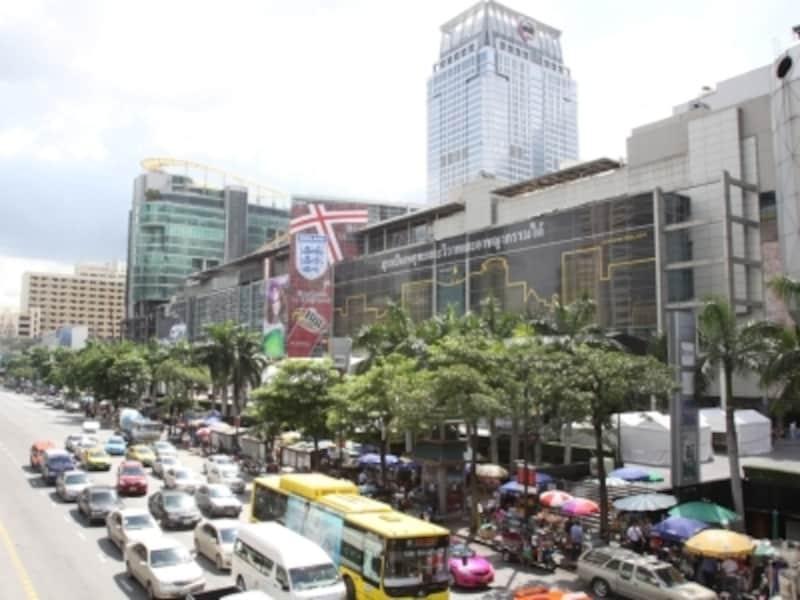 有名なデパートやホテルの前で客待ちをしているタクシーには要注意!