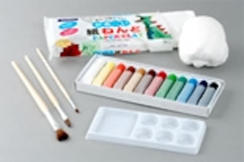 ・紙ねんど(適量)・絵の具・絵の具用の筆・パレット