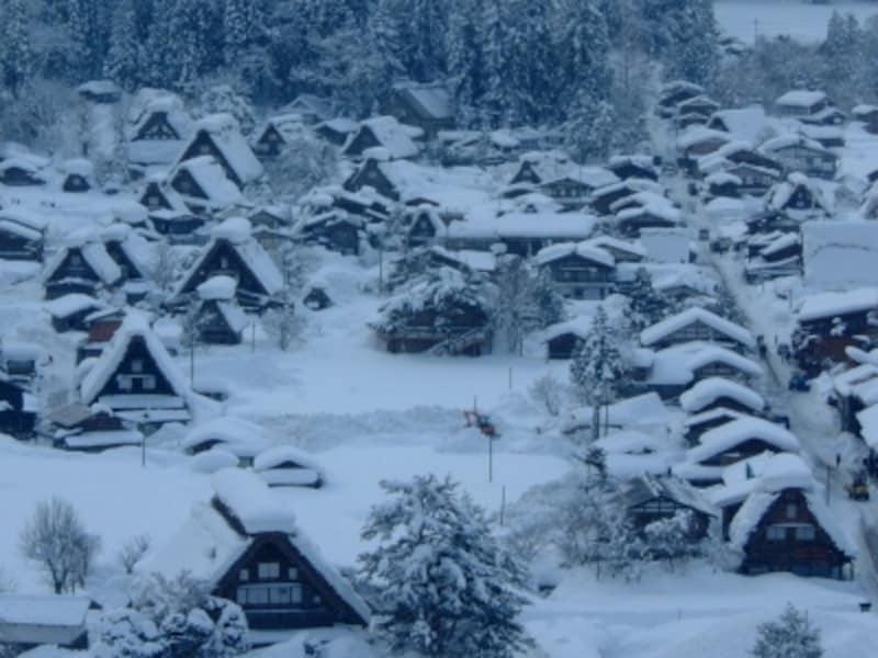 雪に染まる白川郷の合掌造り集落(2)/荻町城址・城山展望台