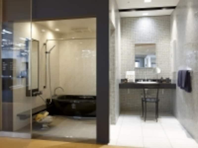 空間のボリュームや色合を確認して。浴槽に入ってみることも重要。[LIXILショールーム東京]undefinedLIXILundefinedhttp://www.lixil.co.jp/