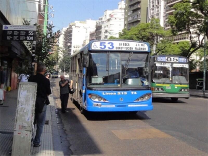 市内をくまなく網羅するバスは、番号によって行き先が決まっているundefined写真提供:アルゼンチンのバス,列車紹介サイト「景色は乗った後に(遠距離館)」