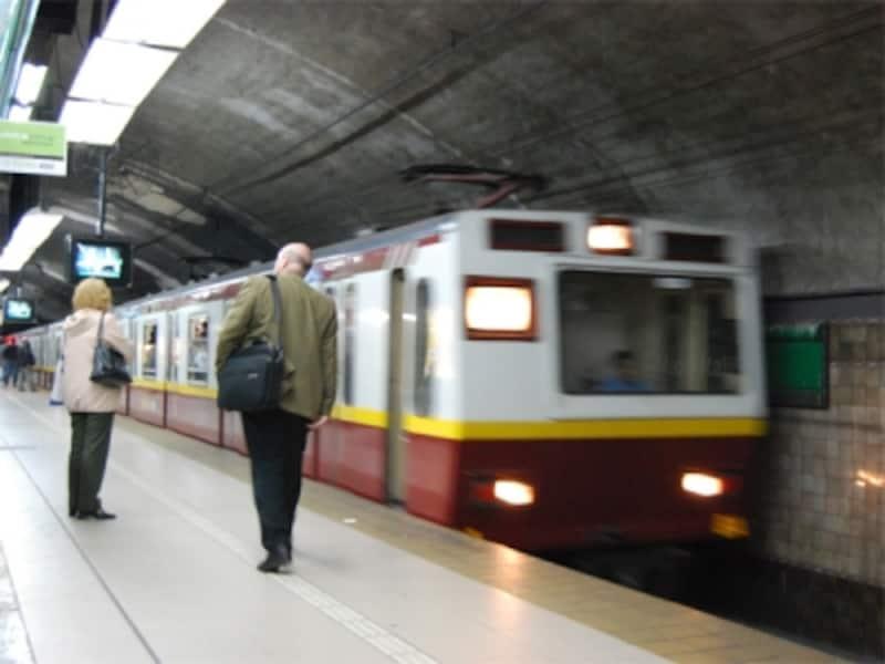 地下鉄は旅行者にも利用しやすい公共機関のひとつ