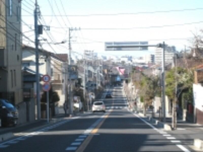 江戸川へ向かう坂