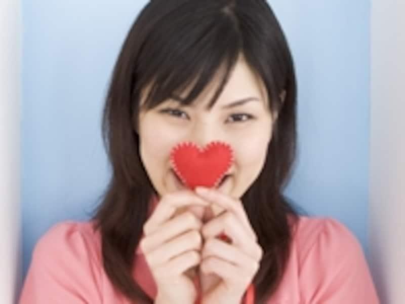 ハートを持つ女性
