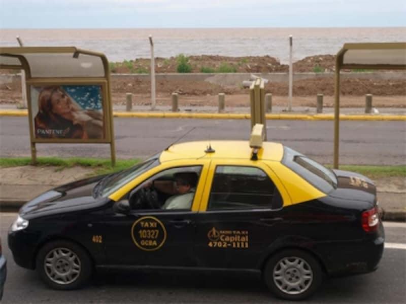ブエノスアイレスのタクシーは、黄色と黒のツートンカラーなのですぐにわかるundefined写真提供:山賀進(www.s-yamaga.jp)