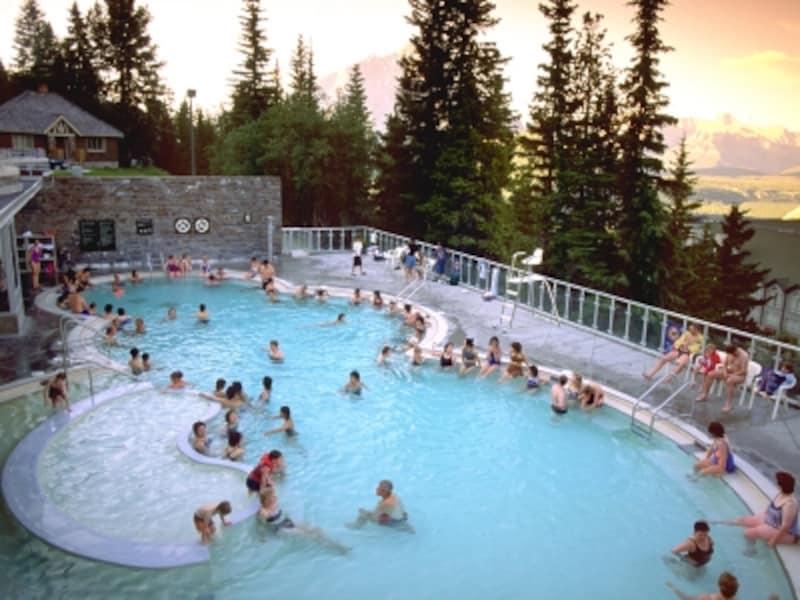 ゴンドラ観光の後に一風呂浴びてみては?(C)TravelAlberta