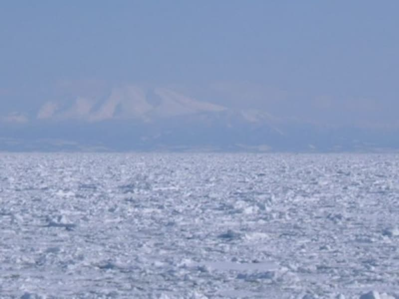 流氷原と硫黄山・羅臼岳