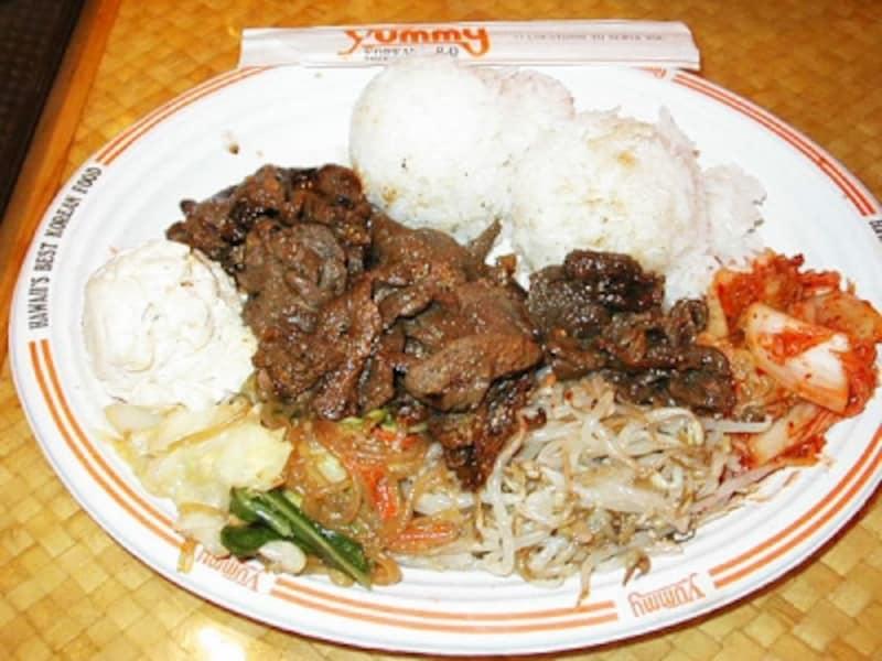 ハワイリピーターにも高い支持を得るヤミー・コリアン・バーベキュー。人気メニューのひとつ、BBQビーフはお肉柔らか