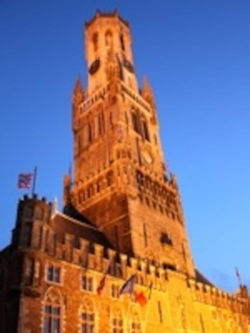 カリヨンの音色を響かせる鐘楼塔