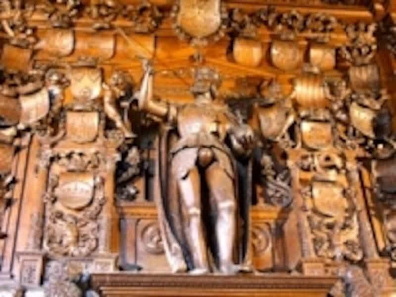 フランスに対する勝利に酔うカール5世の像