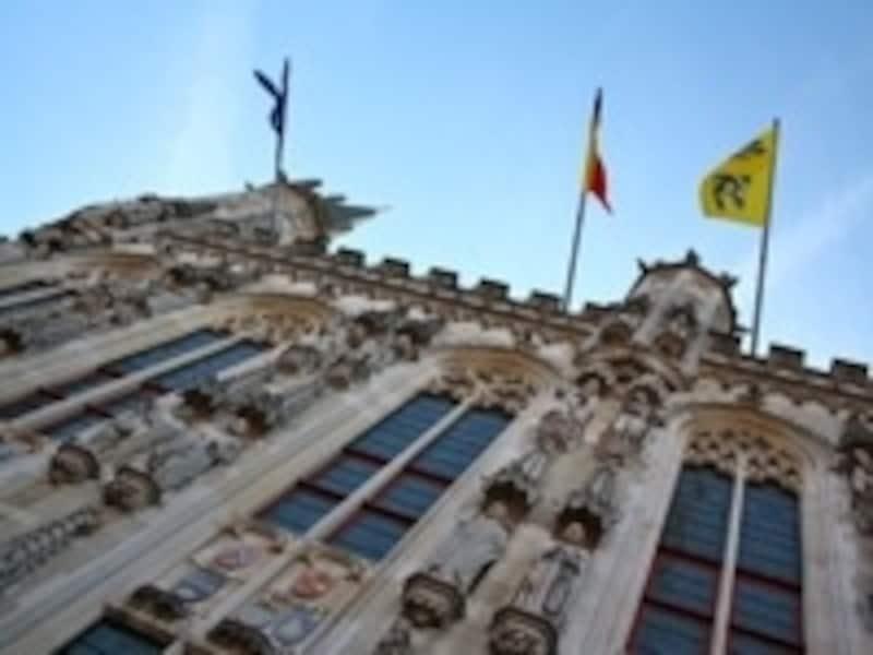 ブルグ広場で一番の存在感を誇る市庁舎