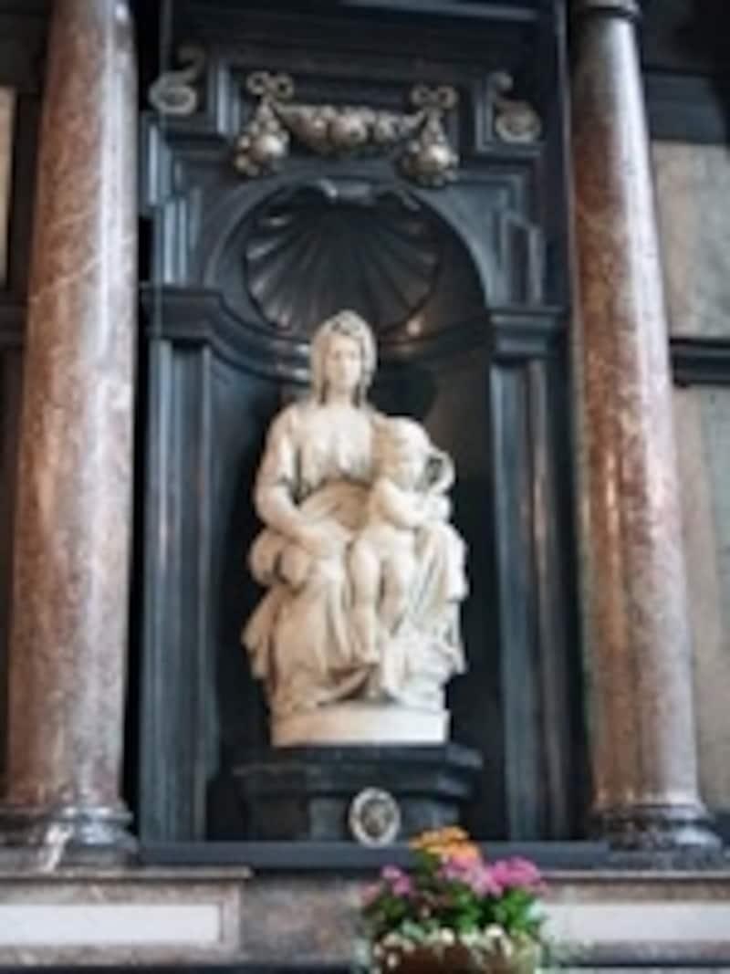 傑作か駄作か?ミケランジェロ作の聖母子像