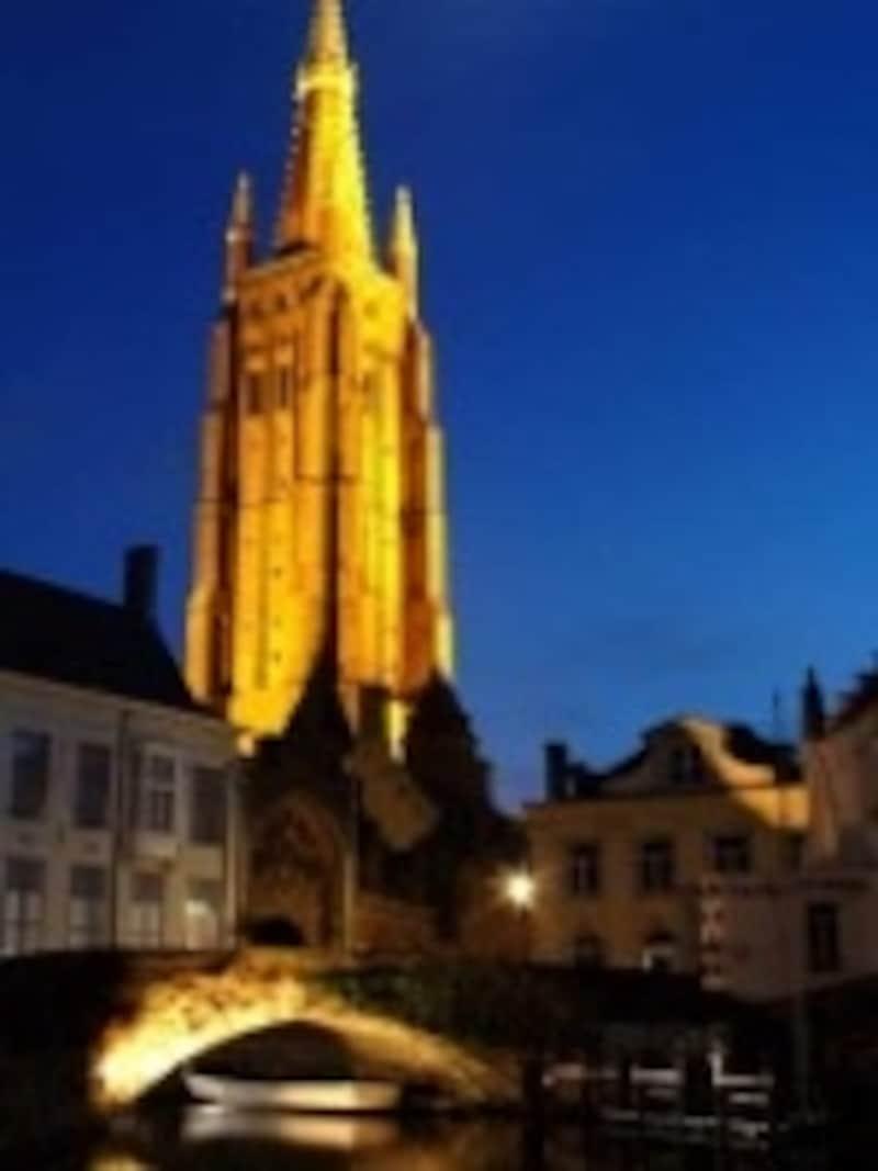 夜空に浮かぶ聖母教会