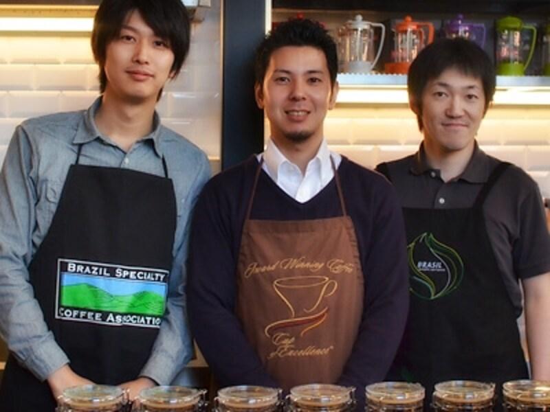 中央:オーナー能城さん 右:ロースター菊池さん
