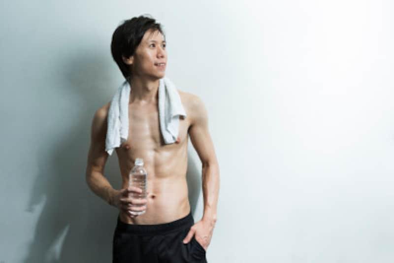 男性がくびれを作るためのわき腹トレーニングをご紹介