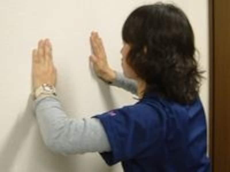 壁での腕立て動作