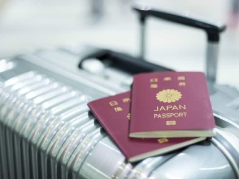 パスポート、スーツケース