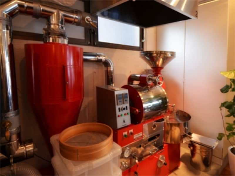 焙煎機は直火式の5kg釜。