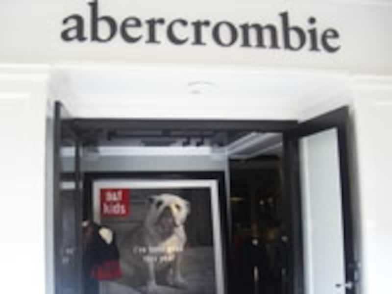 アラモアナセンターには、アバクロの子ども服「アバクロンビー」もオープン
