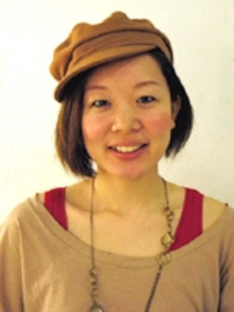 東京・青山のサロン『anti』の人気スタイリストでもあるKEIKOさん。「セレモニーシーズンを意識した、華やかに見えるヘアアレンジを紹介します」