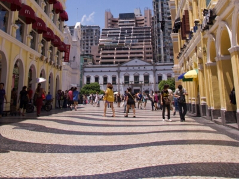 セナド広場。地面に敷き詰められているのが「カルサーダス」と呼ばれる石畳