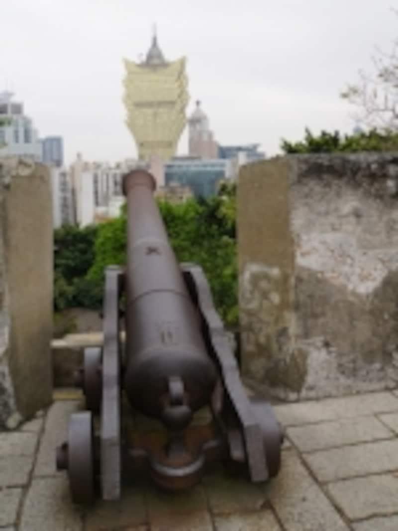 ここが要塞だったことを今に伝える砲台跡が残る「モンテの砦」