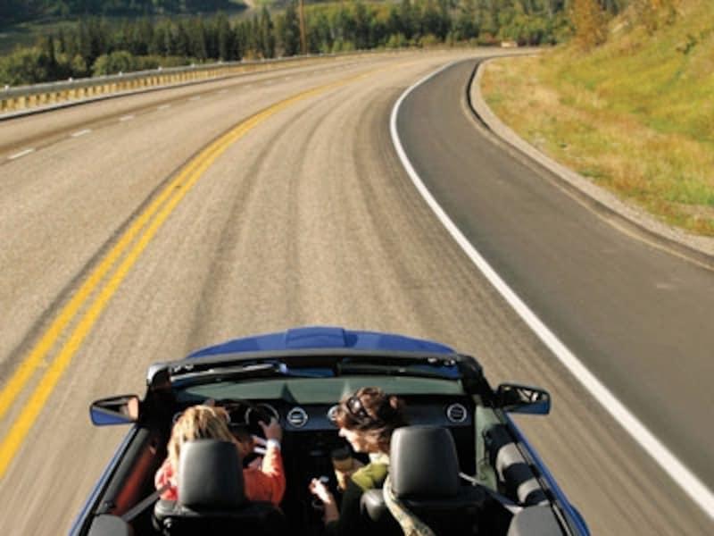 日本では乗る機会のないアメ車のオープンカーなどを借りてみては?(C)TourismBC