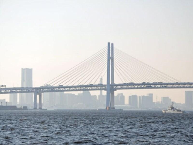 横浜ベイブリッジと横浜市街