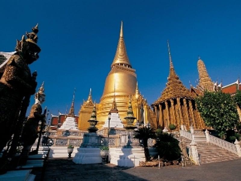 巨大なヤック(タイ語で鬼)が寺院と王宮を守っている(c)タイ国政府観光庁