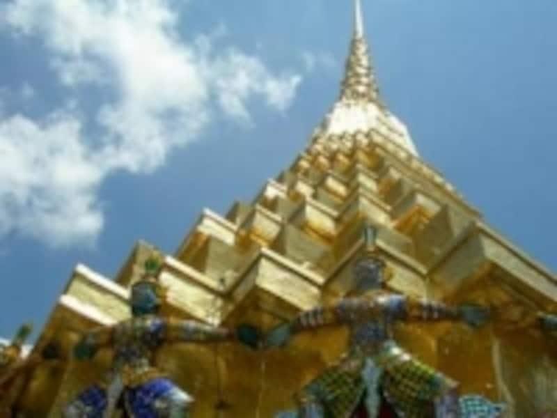 ここにも小さなヤック(鬼)が。仏塔を守っているのである(c)エスニック大好き