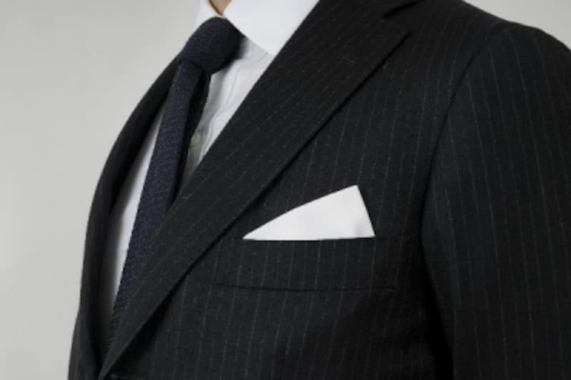 ポケットチーフの折り方・挿し方:トライアングル