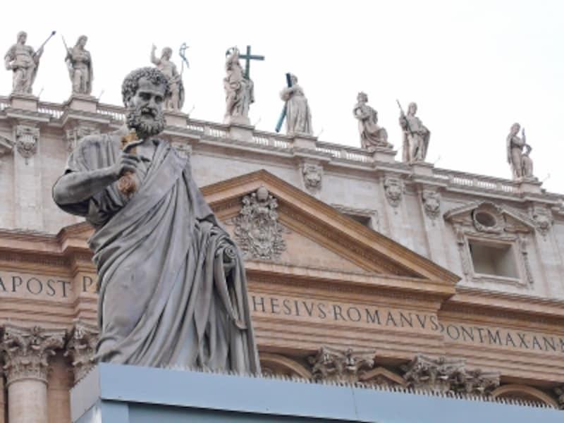 聖ペテロ像と天国の鍵