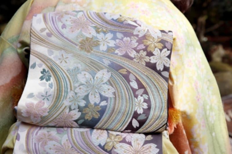 帯や着物の桜柄、いつ着るのがベスト?