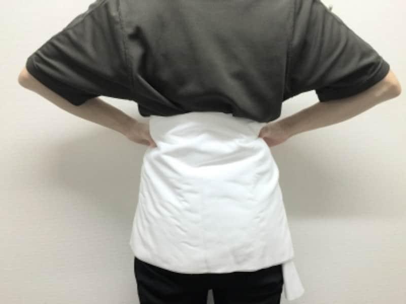腰からお尻の範囲にバスタオルや布が当たる様にセットして横になります