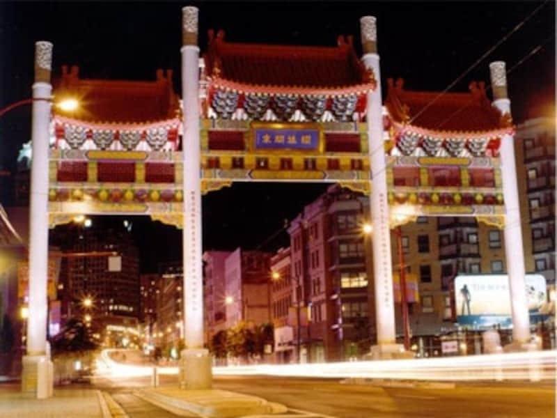 大きな中華門はチャイナタウンの入り口にあり、目印になるundefined(C)TourismVancouver