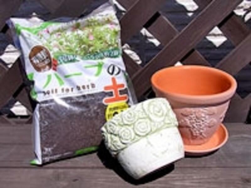 100円ショップの鉢と土