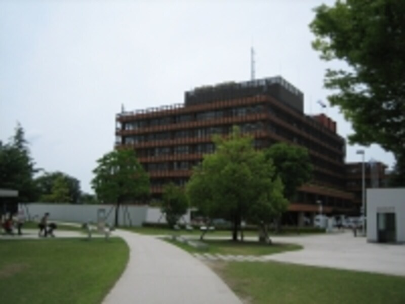 金沢市役所と美術館の駐輪場