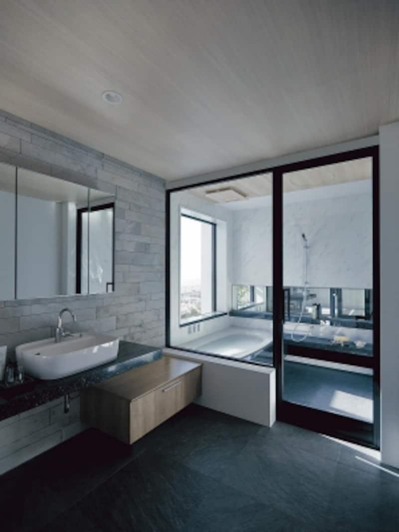 浴室も洗面室も、清潔さはもとより、より快適性やデザイン性を高めた提案が多くみられる。[Lクラスバスルーム]undefinedパナソニックエコソリューションズundefined