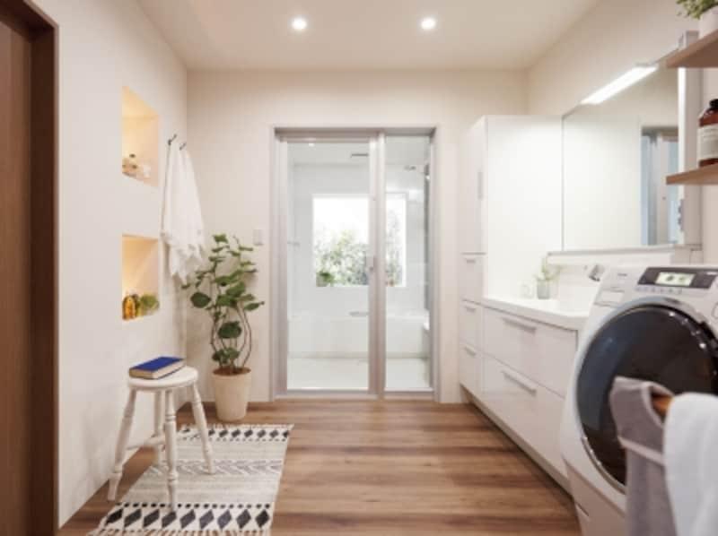 ゆとりのあるスペース、収納をたっぷりと確保した洗面化粧台をプランニングして、洗濯もしやすい空間に。undefined[アライズ]undefinedLIXILundefinedhttp://www.lixil.co.jp/