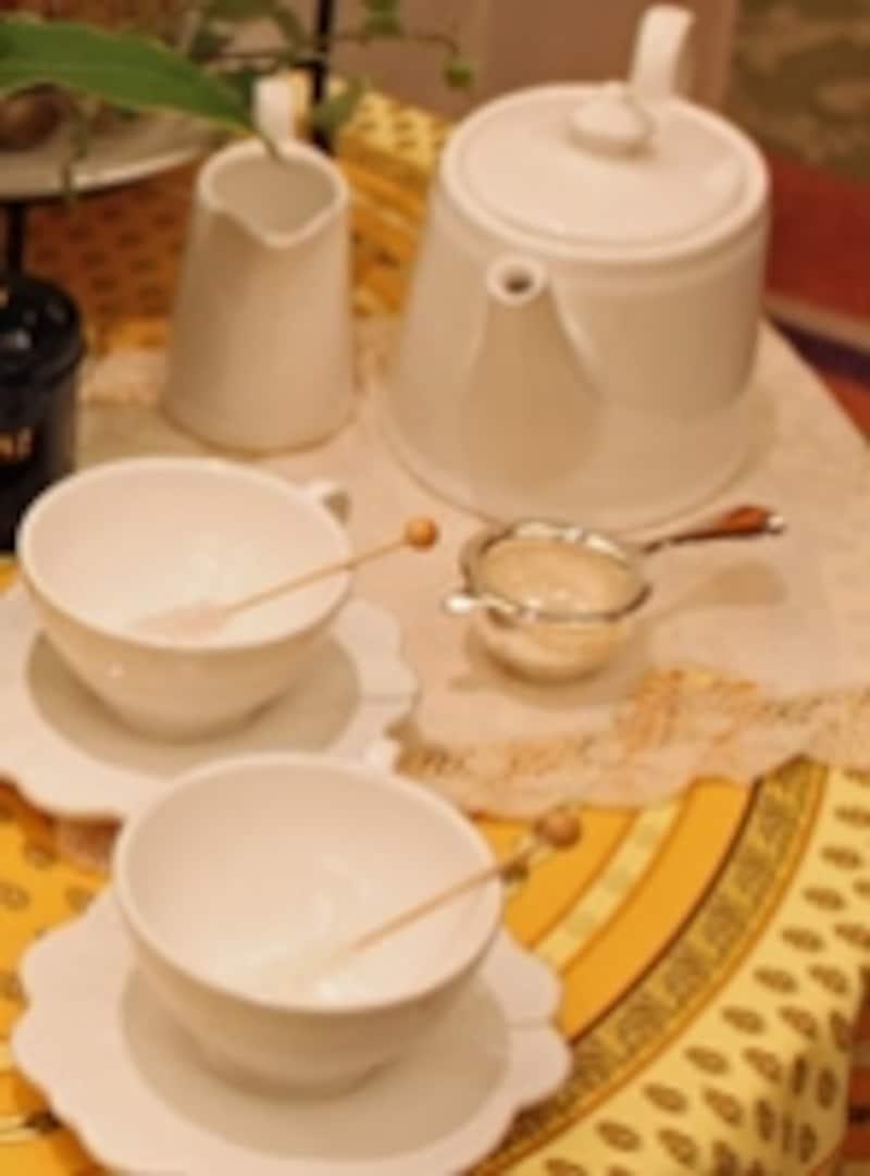 ティーパーティーには、手間はかかっても茶葉を使ってじっくり紅茶を入れてみよう。