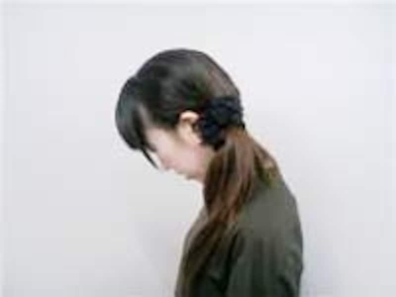 首の後ろが気持ちよく伸びるのを感じましょう