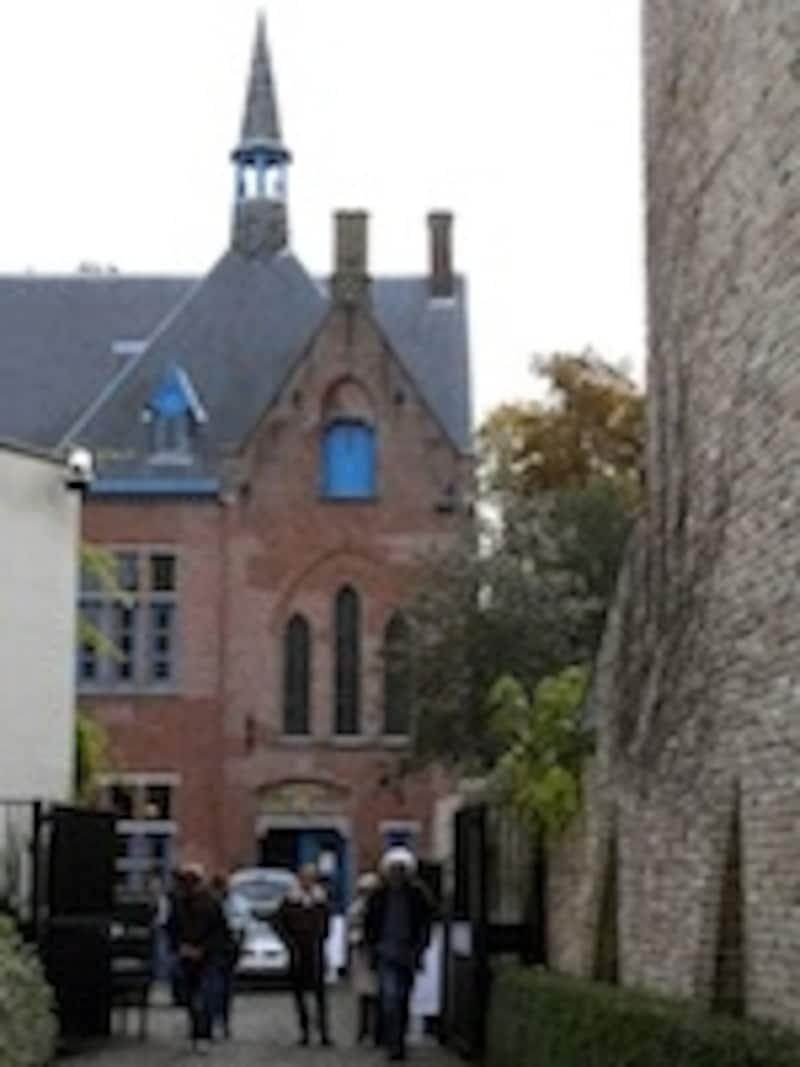 修道院跡に建つ趣きのある美術館