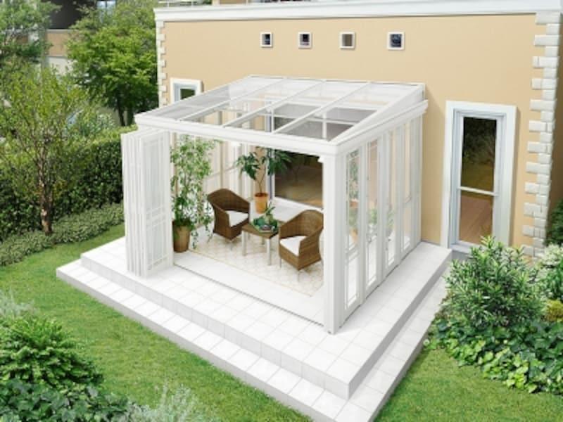 床材も含め、ホワイトでまとめ、外観デザインとコーディネート。[EXSIOR 暖蘭物語 基本タイプ スタイルA フルガラス仕様] LIXIL http://www.lixil.co.jp/