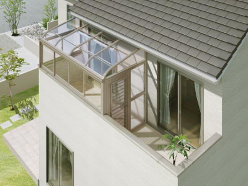 2階のベランダを上手に利用することで、心地よいスペースが生まれることも。[サニージュ 造り付け部分囲い] LIXIL http://www.lixil.co.jp/