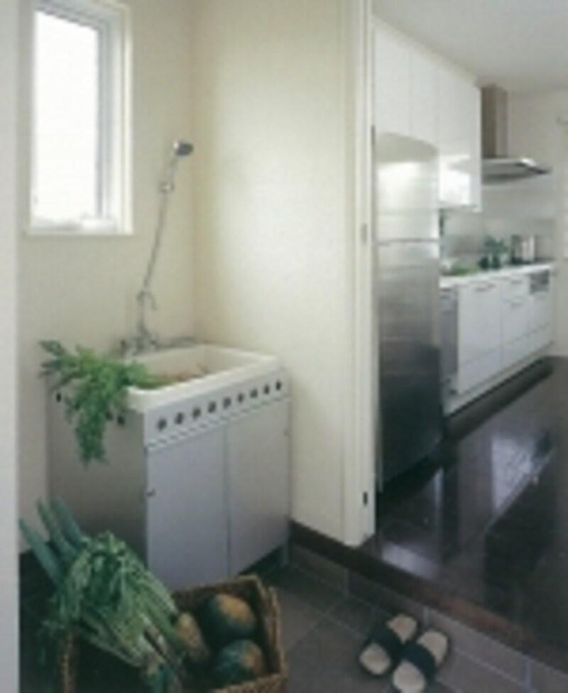 キッチン脇の土間スペース