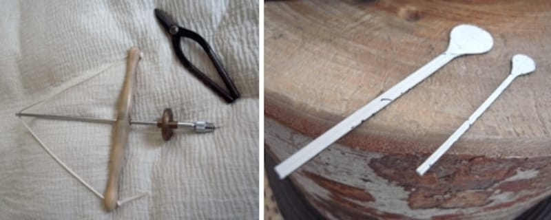 左は穴を開けるための道具やハサミ。右はスプーンの型紙